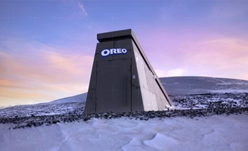 Oreo builds a bunker